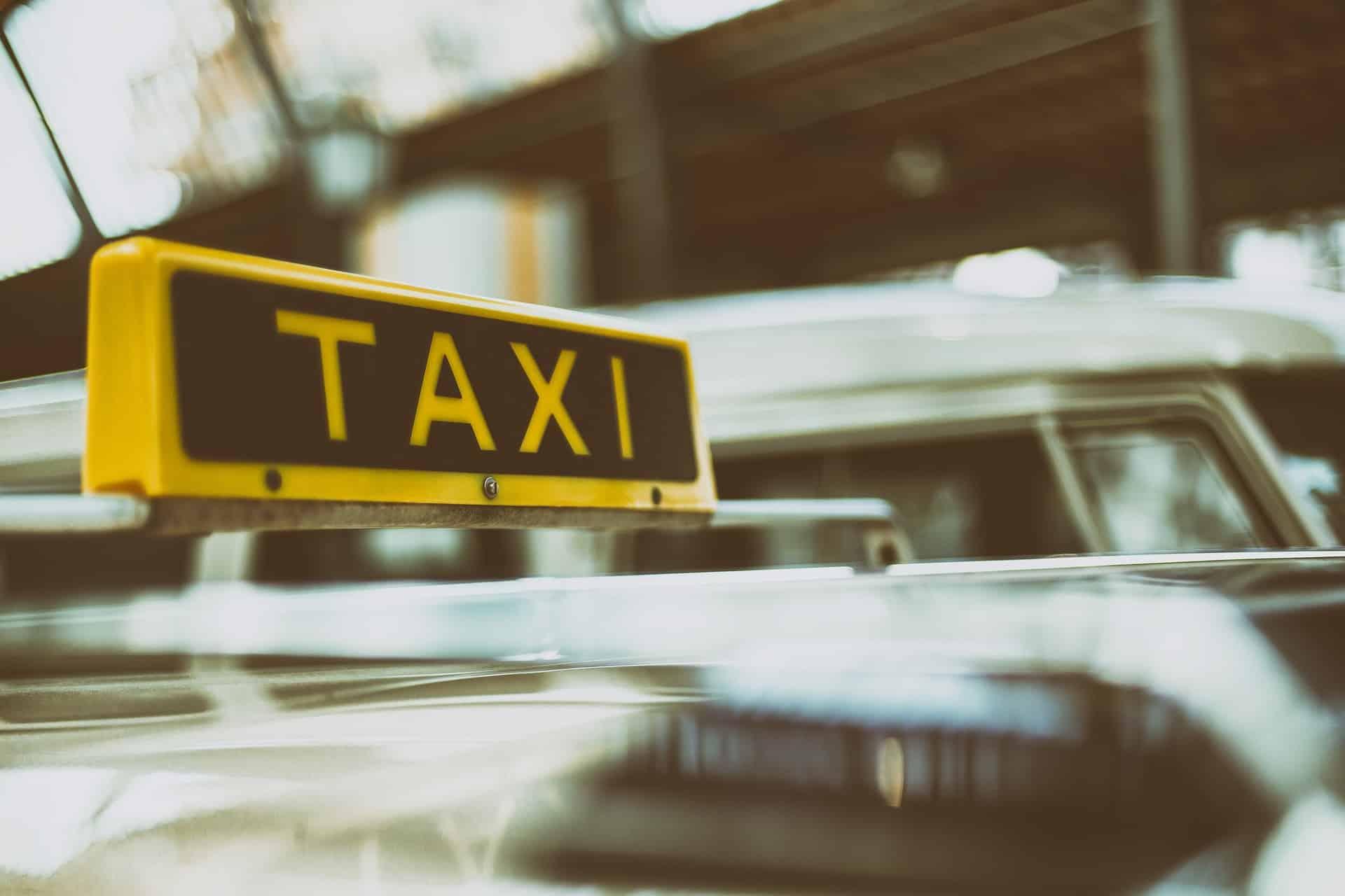 Prenota un taxi a 6 posti a Roma